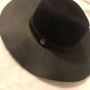 Black Vince Camuto Fedora hat